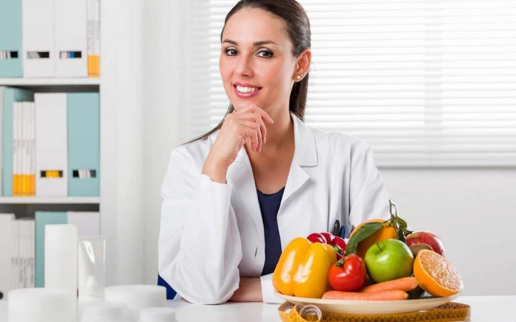 Be aware of the differences between a dietician and a nutritionist