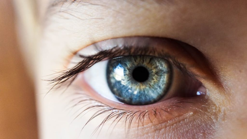 Color-changing contacts