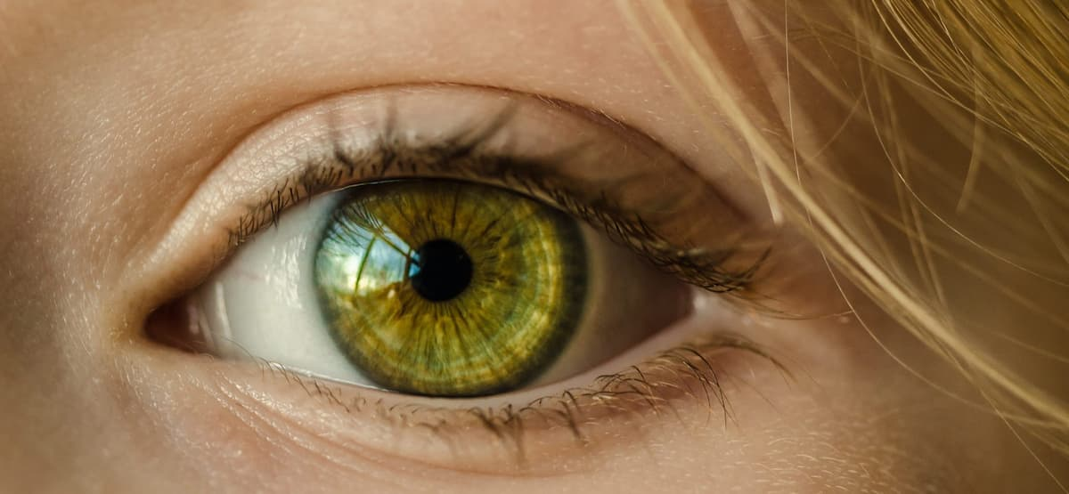 how to change eye color naturally with food